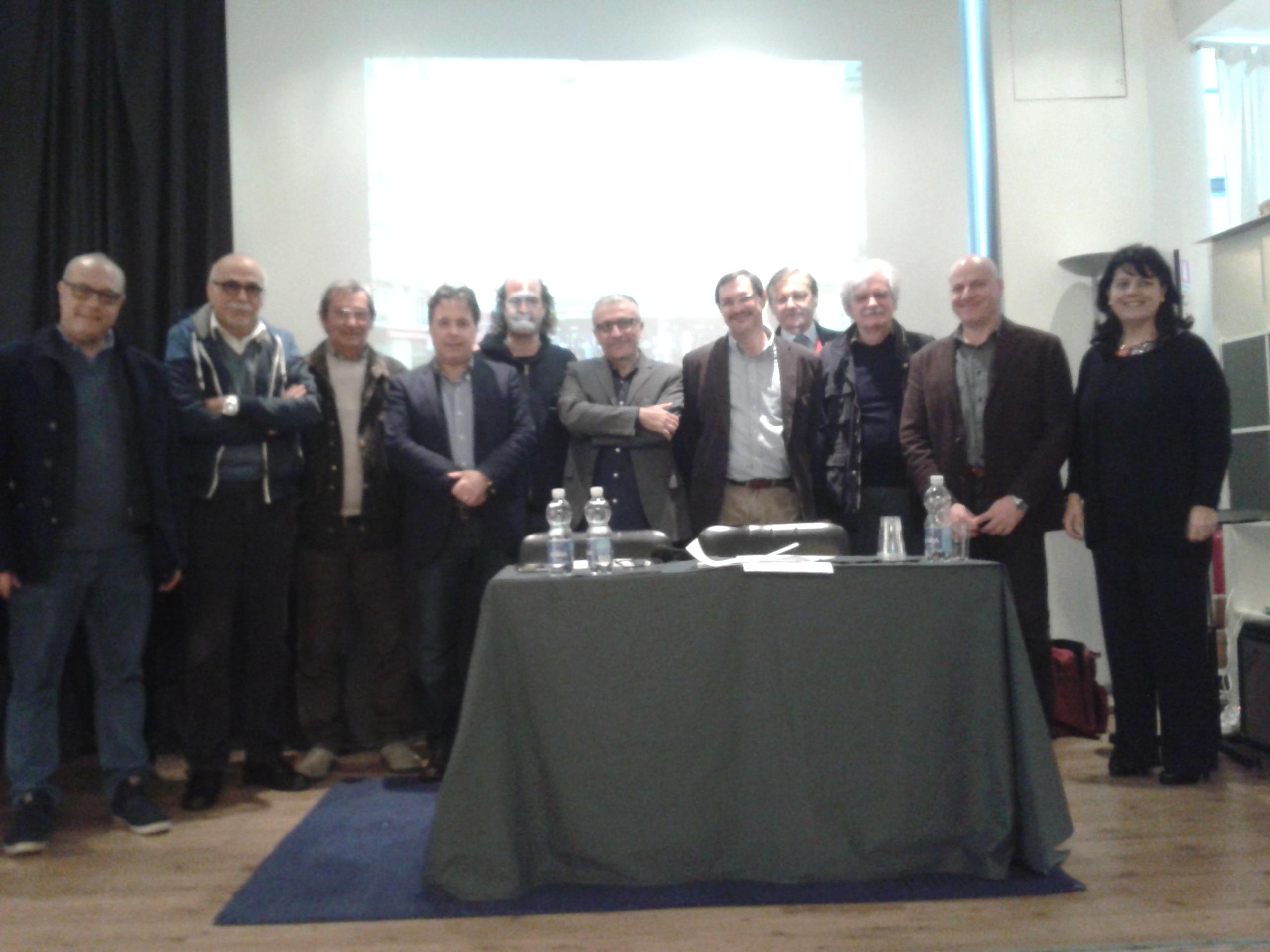 foto di gruppo dopo la conferenza stampa alla Saletta