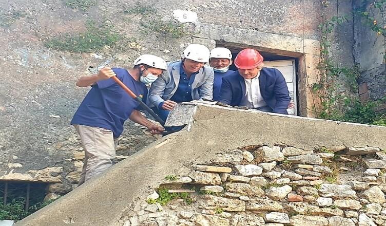 Demolizione teatro romano Ferentino